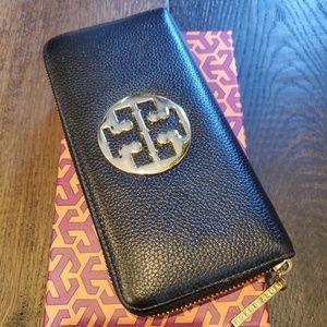 Tory Burch Robinson Continental Zip Wallet - Black